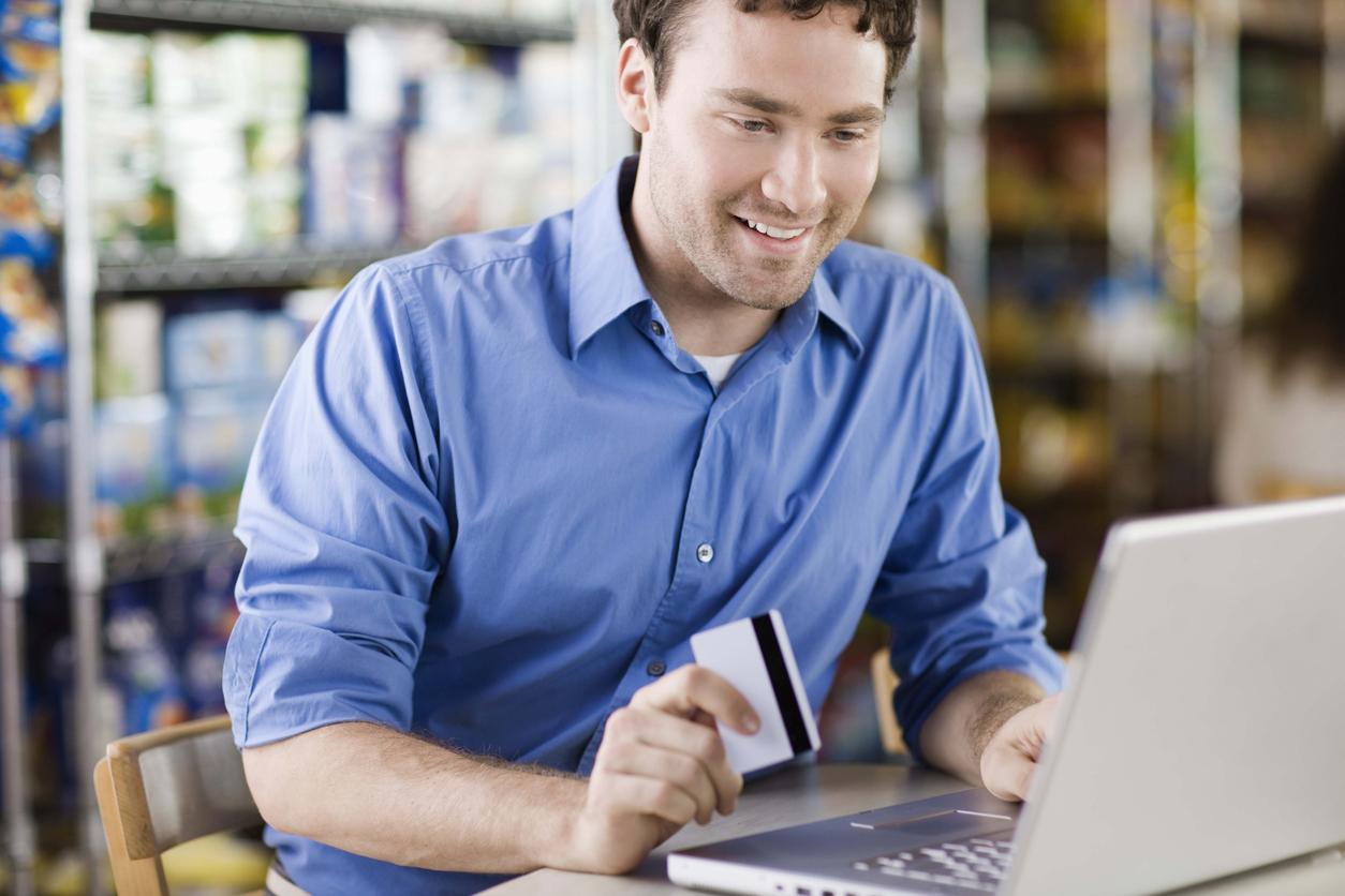 Slate Visa balance transfer - Man balance transferring high interest credit card debt onto his new Chase Slate Visa credit card.